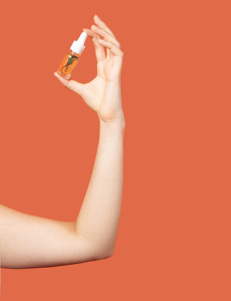 main huile equilibre CDB 20% menthe poivrée