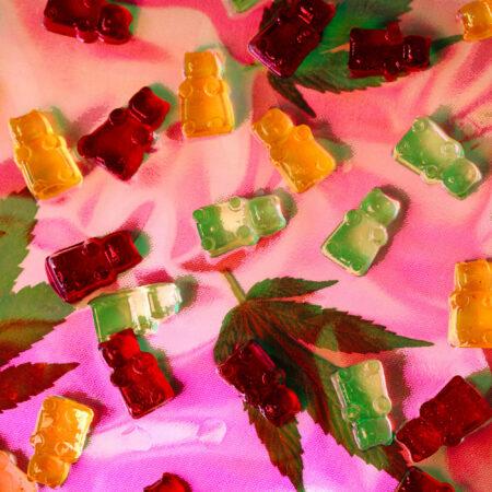 bonbons au CBD et feuille de chanvre